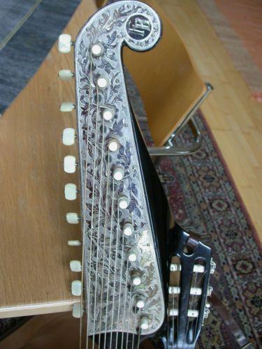 Wappengitarre-05